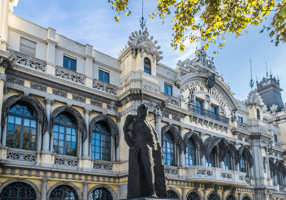 Wander Blog - Top 8 attractions to see as a tourist in Barcelona, Spain.